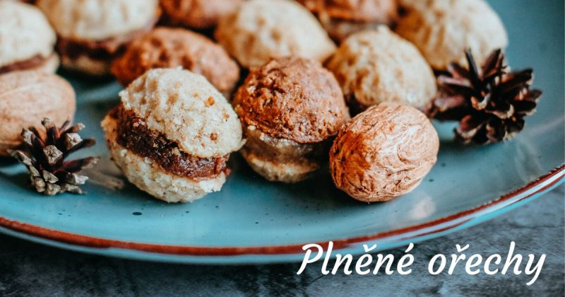 Plněné vánoční ořechy na talíři