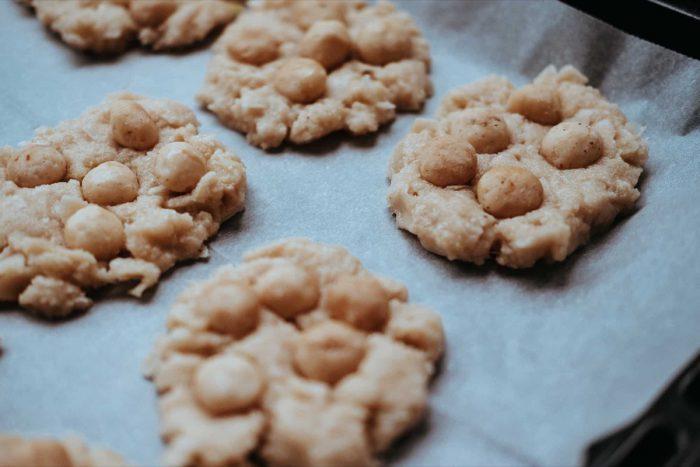 Makadamové sušenky na plechu